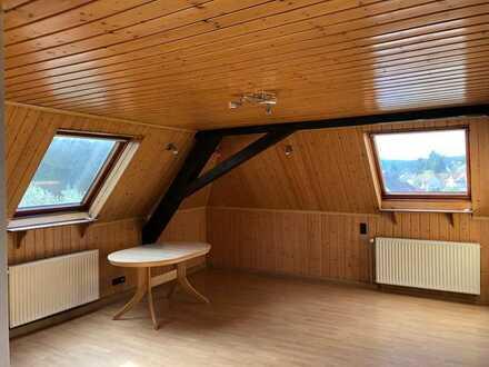 Gepflegte 5-Raum-Dachgeschosswohnung mit Einbauküche in Niedermohr