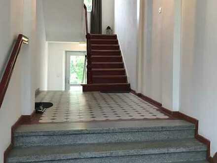 3+ Zimmer Altbauwohnung. 120 qm, 1.OG. renoviert