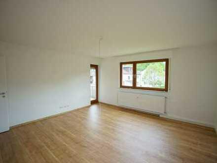 Helle, renovierte 3 Zimmer-Mietwohnung mit Balkon und Pkw-Stellplatz