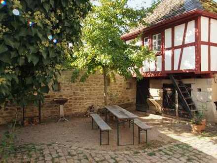 Historisches Bauernhaus mit idyllischem Innenhof zu vermieten