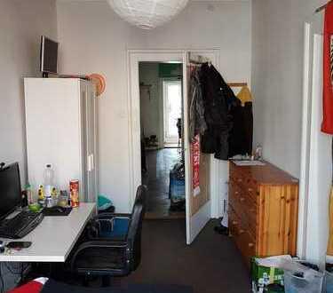 Möbliertes 13m² Zimmer in Altbau mit zentraler Lage