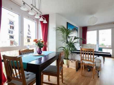 ***** Neuwertige, ruhige 3-Zimmer-Wohnung mit großem Balkon. Nähe BMW und U-Bahn ****
