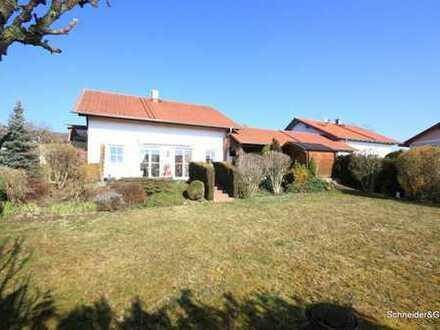 Elegantes und ideal aufgeteiltes Einfamilienhaus mit Garage und großem Garten nähe Haag in Obb.