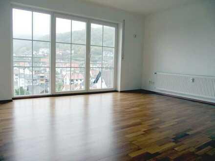 Ideal für Eigennutzer ! Moderne, geräumige 4-Zi.-Wohlfühlwohnung mit EBK und großem Balkon...