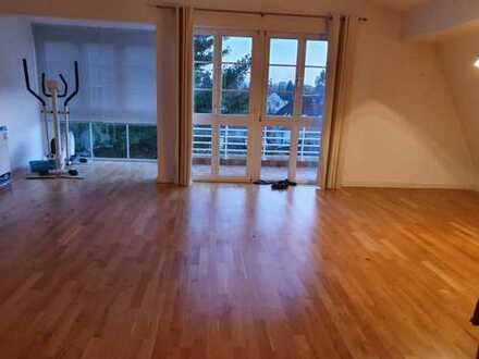 Exklusive, geräumige 3-Zimmer-DG-Wohnung mit Balkon und Einbauküche, Berlin Lichtenrade