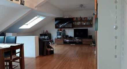 Schöne helle Dachgeschoss-Wohnung in Homburg