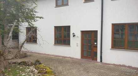 +++Grosszügig Wohnen + Gartenterrasse + 3 Zimmer, Küche, Bad, 2 WC, Abstellraum + Garage +++