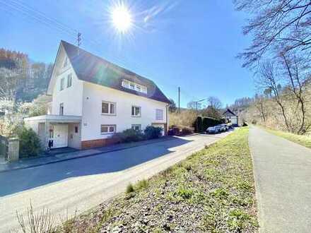 **Wohnen am Wasser - ruhig gelegenes Ein- bis Zweifamilienhaus in Kirchen Wehbach**