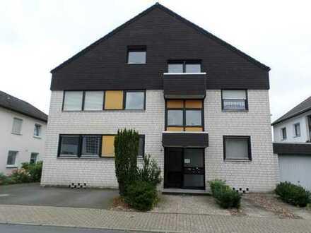 Ihr neues Zuhause! Bezugsfreie und renovierte Dachgeschosswohnung mit Balkon und Garage