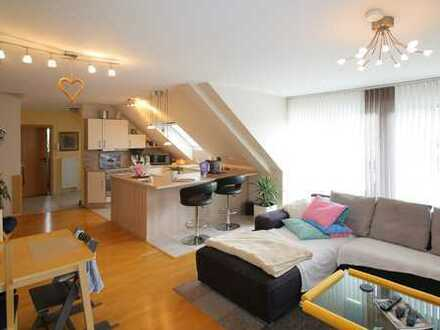 Sehr schöne 4-Zimmer-Maisonettewohnung mit Balkon, TG Platz und Keller in äußerst gepflegtem Zustand