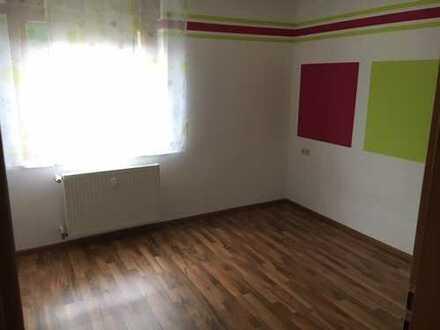 Günstige, gepflegte 4-Zimmer-EG-Wohnung mit Balkon und EBK in Bad Wildbad
