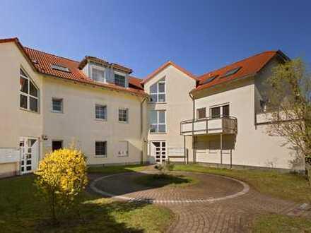 Wohnen in Wannsee! Helle 2-Zimmer-Wohnung mit Balkon ins Grüne und Einbauküche sucht neue Mieter!