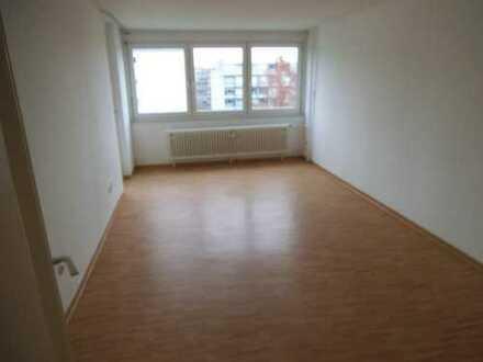 Solide, modernisierte 2-Zimmer-Wohnung mit Balkon und kleiner Einbauküche in Tübingen