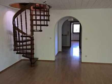Gepflegte 3,5-Zimmer-Maisonette-Wohnung (über 2 Stockwerke) mit Blick auf den Wald in Hohenbrunn Rie