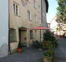 Sanierte Wohnung mit zwei Zimmern und Einbauküche in Wasserburg