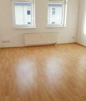 Frisch renoviert - Große 2 Raum Wohnung in Altendorf + 1. Monat frei