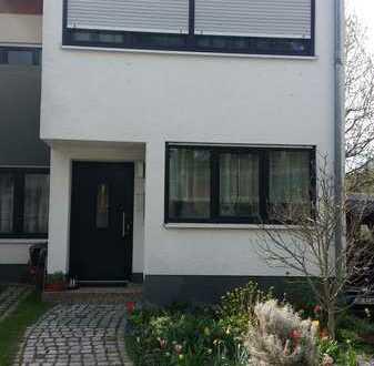 Gepflegtes Reihenendhaus mit sieben Zimmern und EBK in Birkenau, Bergstraße (Kreis)