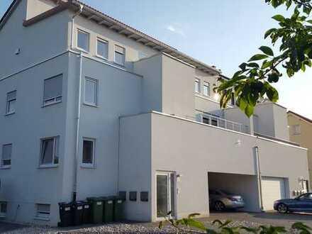 Neuwertige 4,5-Zimmer-Wohnung mit 2 Balkonen und Einbauküche in Waghäusel