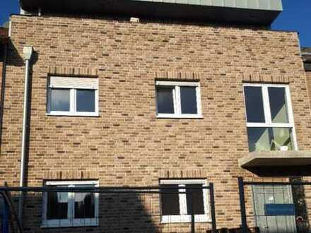 Erstbezug mit zwei Terrassen: provisionsfreie stilvolle 3-Zimmer-Penthouse-Wohnung in Bergheim