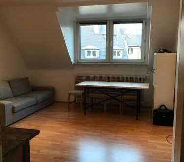Stilvolle 3-Zimmer-Wohnung mit Einbauküche in Düsseldorf-Pempelfort
