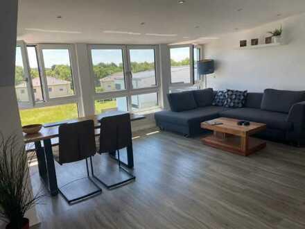 Stilvolle, geräumige und neuwertige 2-Zimmer-Dachgeschosswohnung mit Einbauküche in Ingolstadt