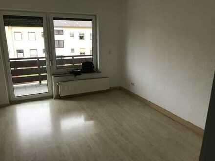 Gepflegte 2-Zimmer-Single-Wohnung mit Balkon und Einbauküche in Roth