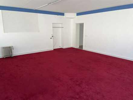 Halle mit ca. 1300 m² / Baugenehmigung zur Indoor-Activity-Halle vorhanden / flexible Nutzung