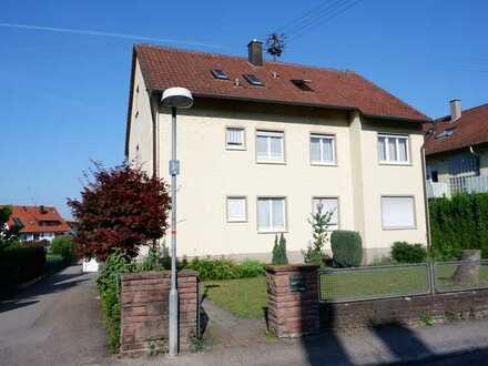 Renovierte 3 Zi.- DG Wohnung mit neuer EBK,Gartenmitbenutzung sowie Einzelgarage in 71263 Merklingen