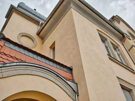 Wunderschöne und leerstehende 4 Raumwohnung in sanierter Denkmal-Villa mit 2 Balkonen
