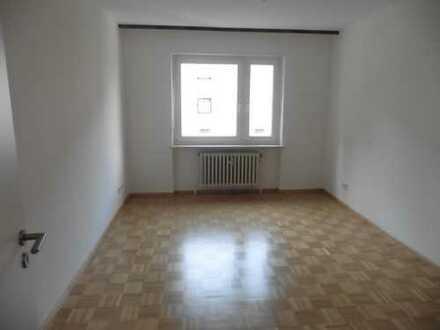 Modernisierte 3-Zimmer-Hochparterre-Wohnung mit Balkon und EBK in Ansbach