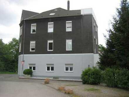 Nicht von der Stange - lichtdurchflutet - 3 Räume + Einbauküche mit Eßplatz - WG geeignet -