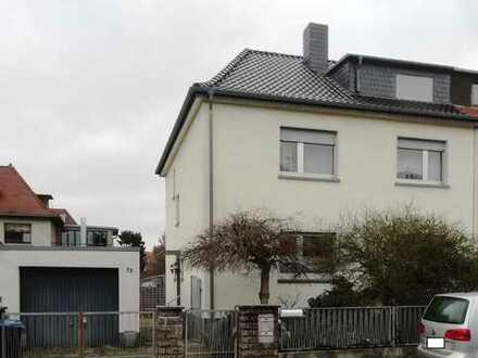 Großzügige Doppelhaushälfte mit 2 Wohnungen und ausbaufähigem DG
