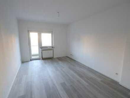 Erstbezug! Moderne Wohnung mit Einbauküche, Aufzug und Balkon