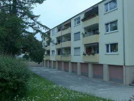 Germering *** sehr gepflegte, renovierte 2-Zimmer-Wohnung mit Loggia in ruhiger Wohnlage
