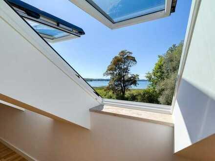 Gemütliche zwei Zimmer Dachgeschosswohnung mit wunderschönem Seeblick
