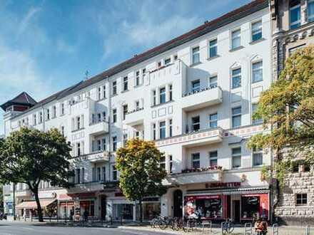 Altbauperle in der City West! Große 3-Zimmer-Wohnung mit Balkon wartet auf neuen Mieter!
