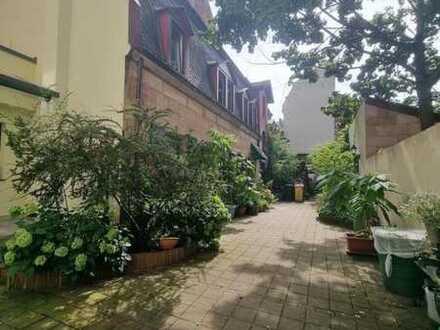 Hofidylle ... 2 Zimmer-Altbau-Wohnung in einem Hofgebäude