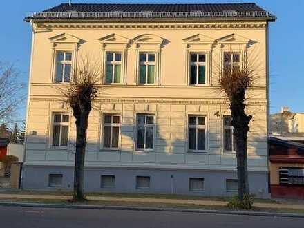 Attraktive 1-Zimmer-Wohnung im 1. OG rechts, mit EBK, Bad und Mietergarten