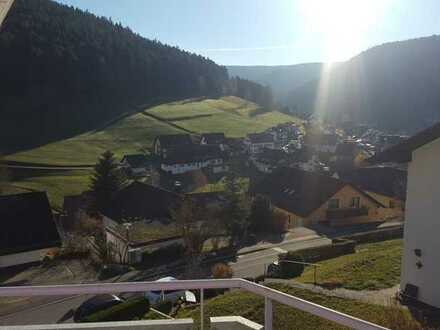 Gepflegte 2-Raum-Dachgeschosswohnung mit Balkon und Einbauküche in Baiersbronn