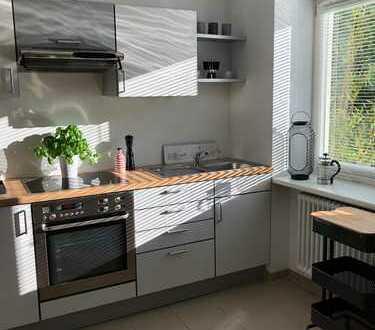 Schöne neu möblierte 1,5 Zimmer Wohnung mit Garage nahe Eichenhain-Park in Stuttgart-Sillenbuch