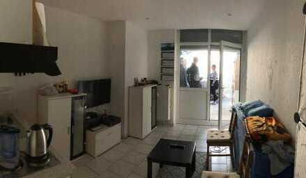 Exklusive, neuwertige 1-Zimmer-Terrassenwohnung mit Einbauküche
