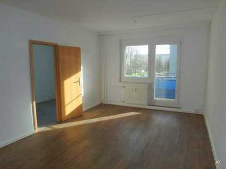 """Freundliche 3-Zimmer-Wohnung * 2.OG * Südbalkon * sep. Küche * Laminat """"Dielenoptik"""" * Badewanne"""
