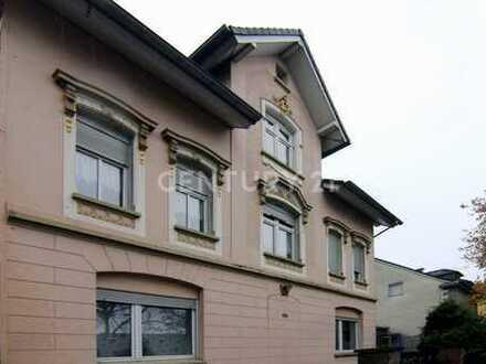 Großzügige 4-Zimmerwohnung mit Spitzboden und separatem Apartment
