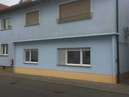 Erdgeschosswohnung in ruhiger Seitenstraße / Zweitbezug nach Sanierung