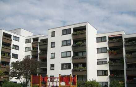 ohne Provion Exklusive, modernisierte 4-Zimmer-Wohnung mit Balkon und EBK in Augsburg