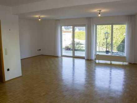 Gepflegte 3,5-Zimmer-Wohnung mit Terasse und EBK in Paderborn (Kreis)