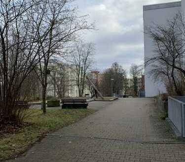 Reserviert! 4,5 ZW-Erdgeschosswhg. sanierungsbedürftig- Balkon, Keller, Garage in gefragter Wohnlage