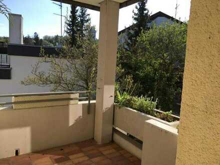 Sanierte Wohnung mit zwei Zimmern sowie Balkon und EBK in Stuttgart