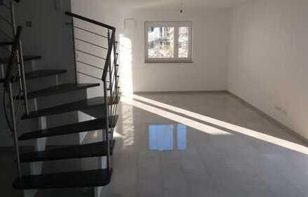 Neuwertige 5-Zimmer-Maisonette-Wohnung mit Balkon und EBK in Neuburg an der Donau