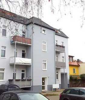 Großzügige, zentrumsnahe Wohnung in ruhiger Anliegerstraße. Balkon/Stellplatz